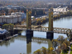 Tower Bridge, Sacramento, from elevated position (2011) (By Pacific Southwest Region from Sacramento, US (Tower Bridge) [CC BY 2.0 via Wikimedia Commons from Wikimedia Commons)